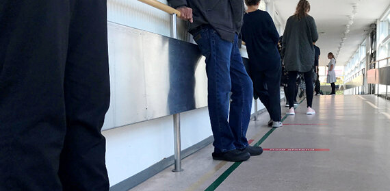 The picture shows a queue to the outpatient test department