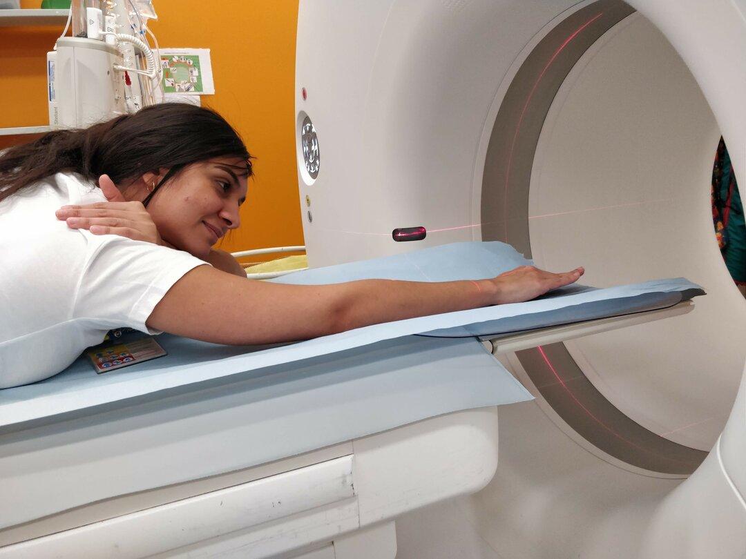 Billede af, hvordan man skal ligge i CT-skanneren