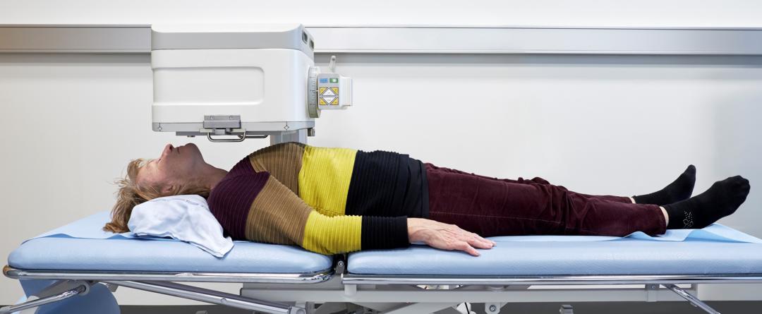Foto af patient, som bliver skannet.