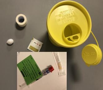 En gul beholder, til at smide den brugte kanyle ud i, samt beholderen hvori medicinen leveres.